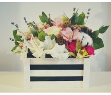 Cos alb cu flori